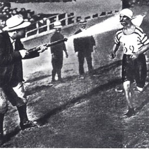 Фред Лорц выиграл марафон на Олимпиаде 1904 года на...автомобиле