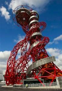 Металлическая структура скульптуры в центре Лондона ArcelorMittal Orbit