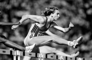 Допинг применяли такие спортсмены, как Андре Агасси, Бен Джонсон, Анфиса Резцова, Карл Льюис и Мэрион Джонс
