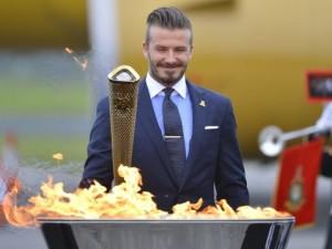 Британцы, которые несли олимпийский факел продают его на интернет-аукционе eBay
