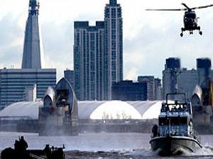 Военные превратили лондон в крепость -пушки, самолеты и корабль- все, что спастись от  «Аль Каида»
